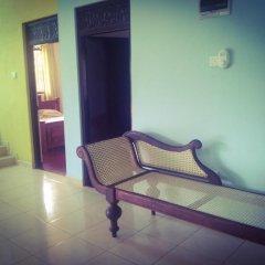 Отель Sunrise Beach Inn Шри-Ланка, Пляж Golden Mile - отзывы, цены и фото номеров - забронировать отель Sunrise Beach Inn онлайн балкон
