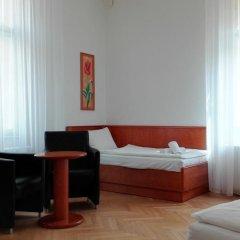 Hotel Jana / Pension Domov Mladeze Люкс с различными типами кроватей