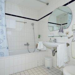 Отель Commundo Tagungshotel Hamburg Германия, Гамбург - отзывы, цены и фото номеров - забронировать отель Commundo Tagungshotel Hamburg онлайн ванная