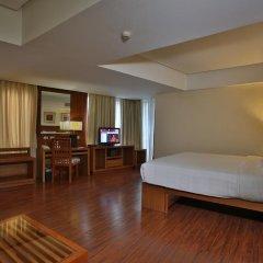 Crown Regency Hotel and Towers Cebu 4* Улучшенный номер с различными типами кроватей фото 5