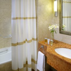Отель Dead Sea Marriott Resort & Spa Иордания, Сваймех - отзывы, цены и фото номеров - забронировать отель Dead Sea Marriott Resort & Spa онлайн ванная