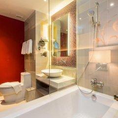 Отель Grand Mercure Phuket Patong 5* Улучшенный номер с двуспальной кроватью фото 3