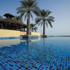 Отель Bespoke Residences - Shoreline Al Haseer бассейн