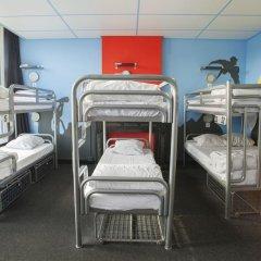 Отель The Flying Pig Uptown Кровать в общем номере с двухъярусной кроватью фото 9
