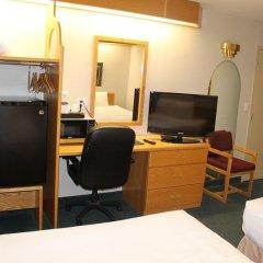 Отель Canadas Best Value Inn Langley Лэнгли удобства в номере фото 2