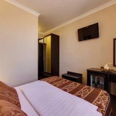 Гостиница Мартон Стачки 3* Улучшенный номер двуспальная кровать