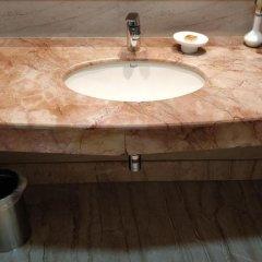 Отель The Suryaa New Delhi ванная фото 2
