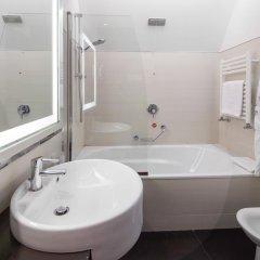 Отель NH Milano Touring 4* Улучшенный номер разные типы кроватей фото 10