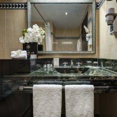 L'Hotel du Collectionneur Arc de Triomphe 5* Улучшенный номер двуспальная кровать