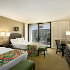 Отель Waikiki Beachcomber by Outrigger 3* Стандартный номер с различными типами кроватей фото 12