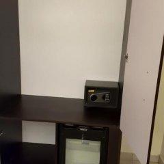 Отель Lakeem Suites Ikoyi сейф в номере