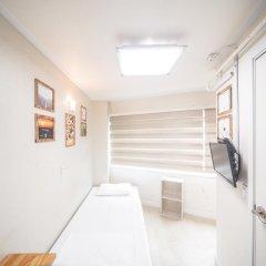 Хостел Itaewon Inn Стандартный номер с различными типами кроватей фото 3