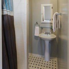 Отель Found Places Capitol Hill Bed & Breakfast 3* Стандартный номер с различными типами кроватей фото 3