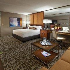 Отель SKYLOFTS at MGM Grand 4* Номер West wing с двуспальной кроватью фото 2