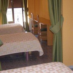 Отель Hostal Residencia Fernandez Испания, Мадрид - отзывы, цены и фото номеров - забронировать отель Hostal Residencia Fernandez онлайн балкон