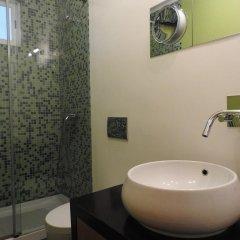 Отель Lisbon Airport Hostel Португалия, Лиссабон - отзывы, цены и фото номеров - забронировать отель Lisbon Airport Hostel онлайн ванная