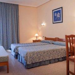 Отель Apartamentos Lux Mar Испания, Ивиса - отзывы, цены и фото номеров - забронировать отель Apartamentos Lux Mar онлайн комната для гостей