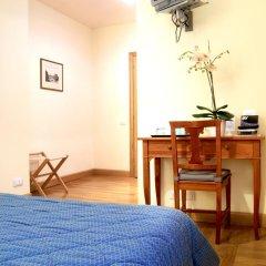 Отель Domus Cavour 3* Стандартный номер с двуспальной кроватью фото 3