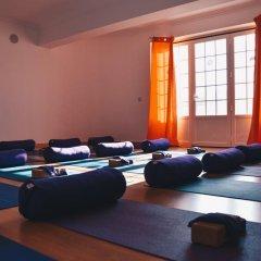 Отель Surf Yoga Ericeira Guest House фитнесс-зал