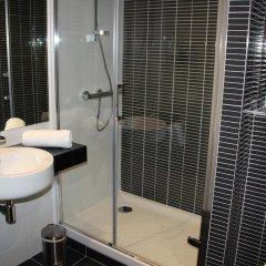 Отель Hôtel Kyriad Saint Quentin en Yvelines - Montigny Франция, Монтиньи ле Бретоне - отзывы, цены и фото номеров - забронировать отель Hôtel Kyriad Saint Quentin en Yvelines - Montigny онлайн ванная