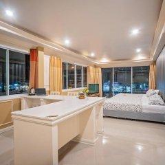 Отель Phuket Airport Suites & Lounge Bar - Club 96 Люкс Премиум с различными типами кроватей фото 5