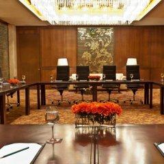 Royal Orchid Sheraton Hotel & Towers развлечения
