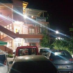 Отель Dhoma Dhe Garsonjere парковка