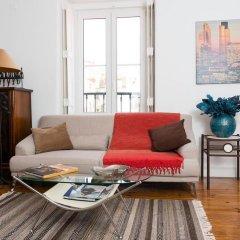 Апартаменты Stylish Lisbon Apartment in Alfama комната для гостей фото 5