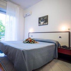 Hotel Caraibi Римини комната для гостей