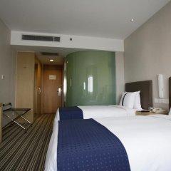 Отель Holiday Inn Express Shanghai New Hongqiao 3* Стандартный номер с различными типами кроватей фото 4