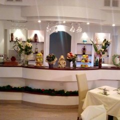 Отель Garni Hotel Villa Family Сербия, Белград - отзывы, цены и фото номеров - забронировать отель Garni Hotel Villa Family онлайн гостиничный бар