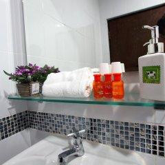 Sri Krungthep Hotel 2* Улучшенный номер с различными типами кроватей фото 2
