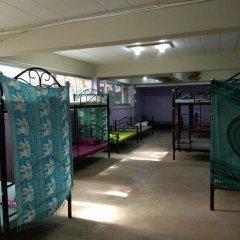Отель Loro Loco 2 2* Кровать в общем номере фото 3