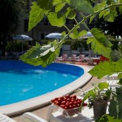 Hotel Trafalgar Римини бассейн