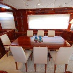 Отель Beyond the Sea Yacht питание