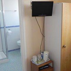 Отель New Kent сейф в номере