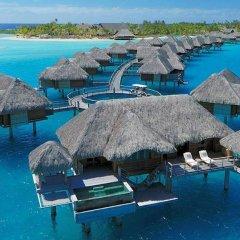 Отель Four Seasons Resort Bora Bora 5* Бунгало с различными типами кроватей фото 14