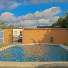 Отель Chalet Bungalow La Roa Испания, Кониль-де-ла-Фронтера - отзывы, цены и фото номеров - забронировать отель Chalet Bungalow La Roa онлайн бассейн фото 2