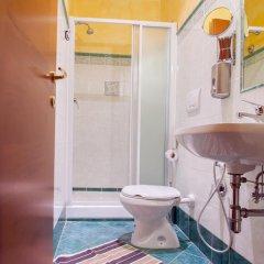 Отель Legends Кровать в общем номере с двухъярусной кроватью фото 13