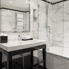 Отель Castille Paris - Starhotels Collezione Франция, Париж - 4 отзыва об отеле, цены и фото номеров - забронировать отель Castille Paris - Starhotels Collezione онлайн ванная фото 2