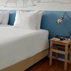 Отель Lisbon Check-In Guesthouse 3* Стандартный номер с двуспальной кроватью (общая ванная комната) фото 7