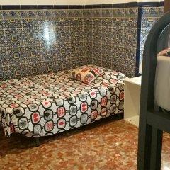 Отель Arc House Sevilla Номер с общей ванной комнатой с различными типами кроватей (общая ванная комната)