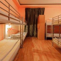 Отель Жилое помещение Bear на Смоленской Кровать в общем номере фото 10