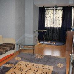 Гостиница On 50let Oktyabrya 3/1 в Тюмени отзывы, цены и фото номеров - забронировать гостиницу On 50let Oktyabrya 3/1 онлайн Тюмень комната для гостей фото 2
