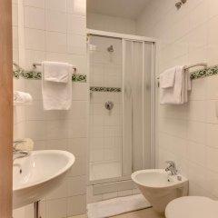 Отель Corona 3* Стандартный номер с двуспальной кроватью фото 10