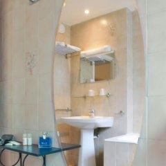 Отель Hôtel Eden Montmartre 3* Улучшенный номер с двуспальной кроватью фото 16