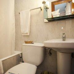 Отель Hostal Chelo Испания, Мадрид - 3 отзыва об отеле, цены и фото номеров - забронировать отель Hostal Chelo онлайн ванная фото 2
