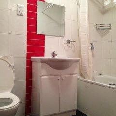 Acton Town Hotel 2* Номер с общей ванной комнатой с различными типами кроватей (общая ванная комната) фото 9