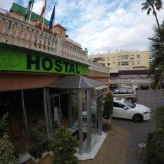 Отель Hostal La Casa de Enfrente парковка