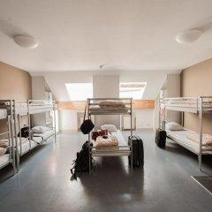 Jacques Brel Youth Hostel Кровать в общем номере фото 6